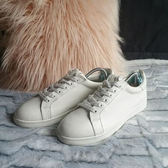 01e38f52b873e5 EUC Sam Edelman Connor Bright White Sneakers. M 5a60db2b8df470ff55ecd39a